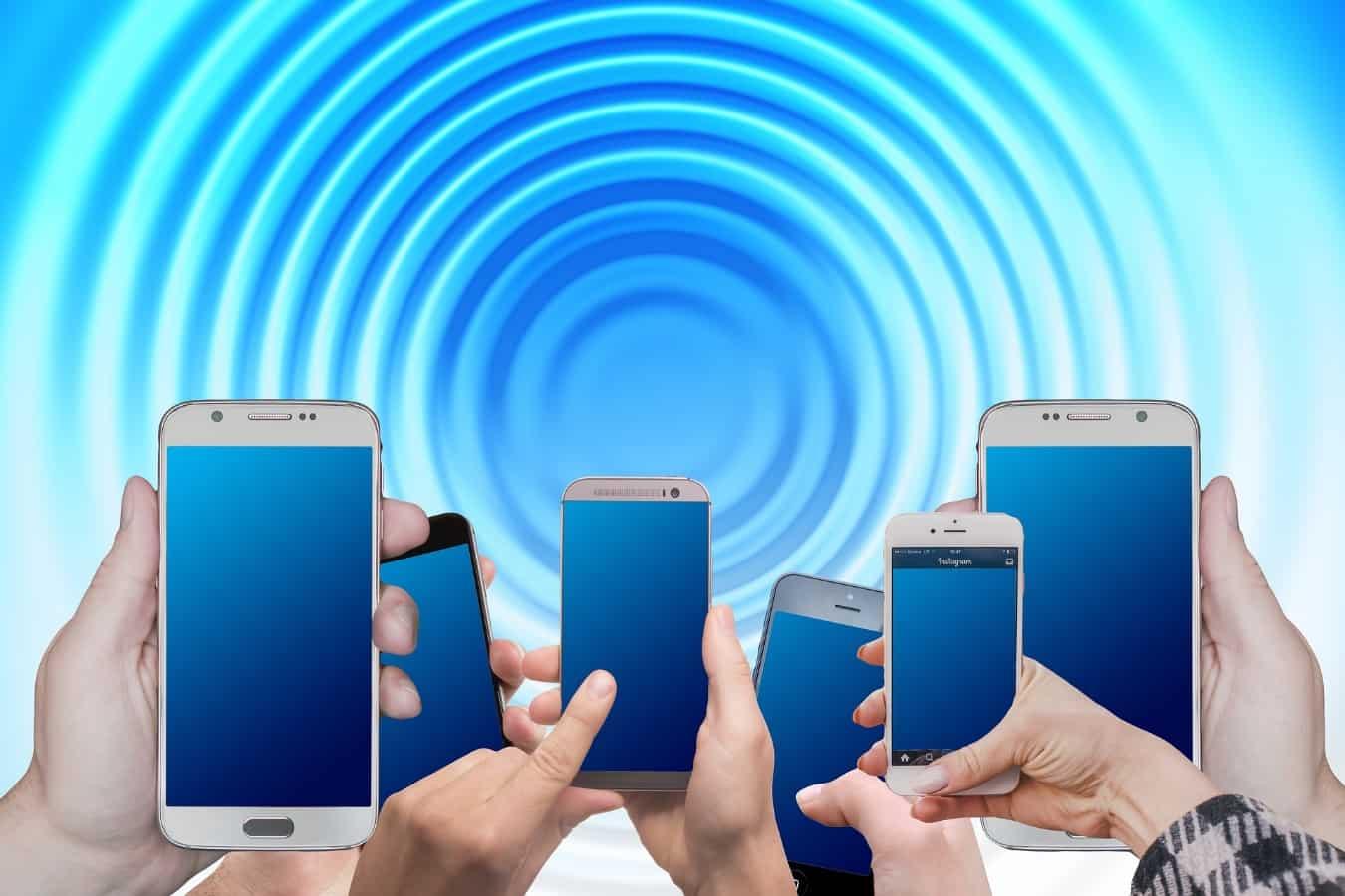 Imagen que contiene electrónica, ordenador, teléfono móvil, teléfono Descripción generada con confianza alta