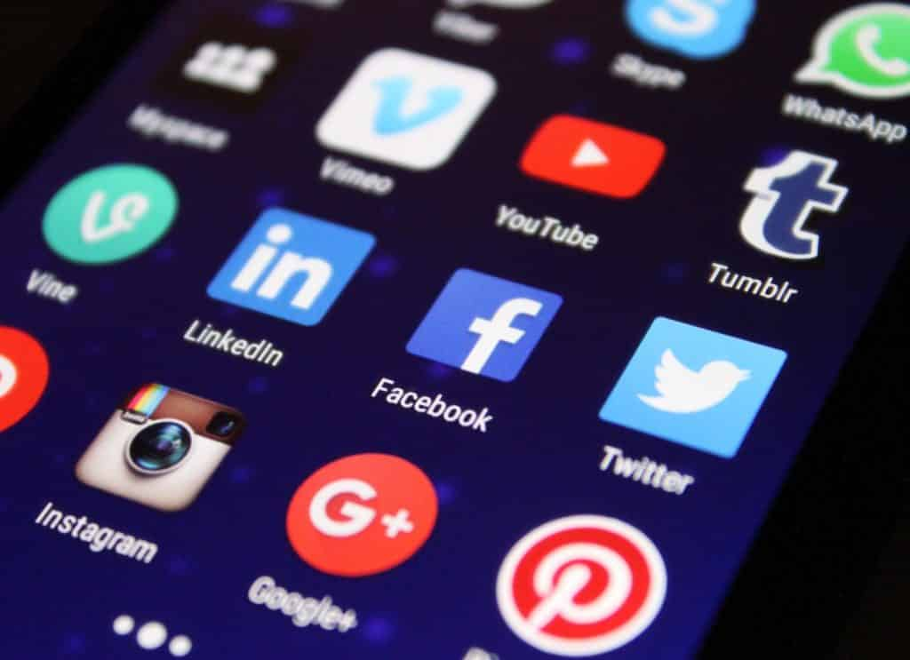 Usa tus redes sociales para que otras personas sepan cómo contactarte:
