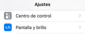"""Opción """"Centro de control"""" del menú de la app de Ajustes de un iPhone."""
