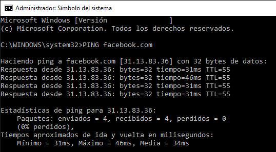 """Símbolo del sistema de un PC en el que se ejecutó el comando """"PING facebook.com"""". En este caso, nos muestra que la IP de Facebook es 31.13.83.36."""