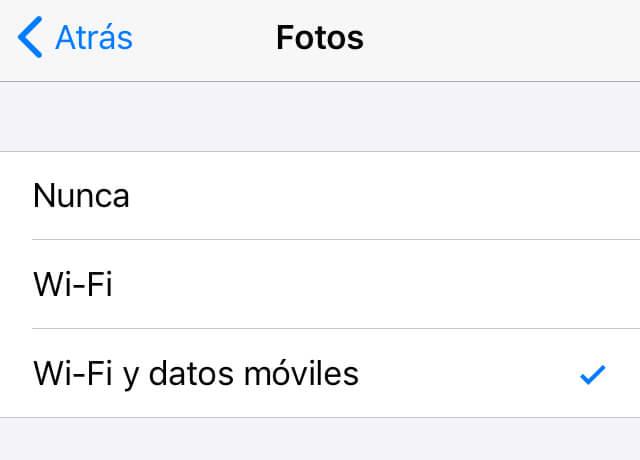 """Opción """"Wi-Fi y datos móviles"""" del apartado """"Fotos"""" de la configuración de almacenamiento de datos de WhatsApp."""