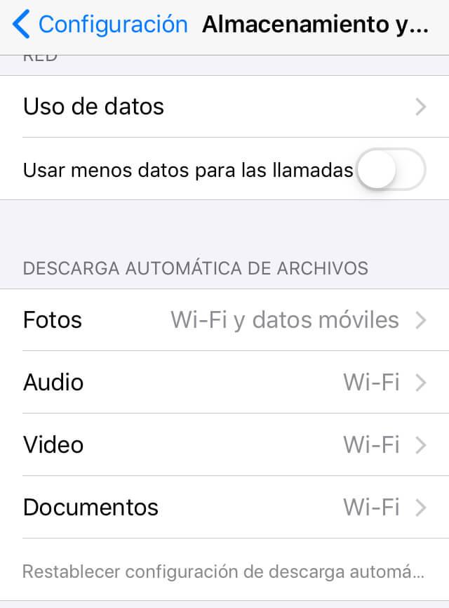 """Apartado """"DESCARGA AUTOMÁTICA DE ARCHIVOS"""" de la opción """"Almacenamiento y datos"""" de WhatsApp."""