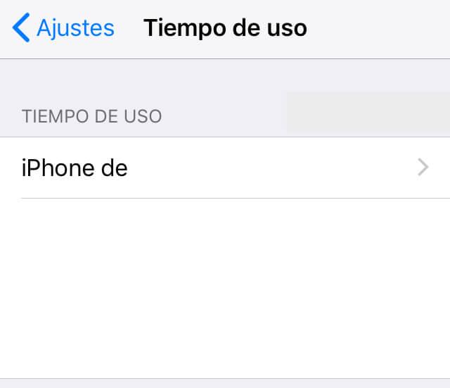 """Menú de la opción """"Tiempo de uso"""" mostrando la opción """"iPhone de (nombre del usuario)""""."""