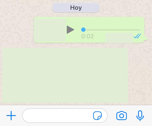 Nota de voz con dos marcas de verificación azules en un chat de WhatsApp.