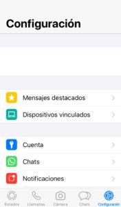 """Pestaña """"Configuración"""" de WhatsApp mostrando la opción """"Dispositivos vinculados""""."""